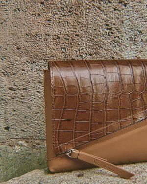 Barna egyedi táska kézitáska borítéktáska krokodil mintás cserélhető fedéllel (2)