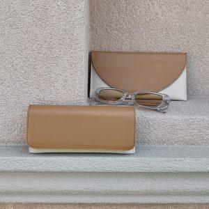 barna homok pénztárca és szemüveg tok (2)
